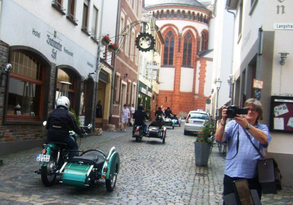VIDEO: Rheinromantik mit Motorrad-Terror